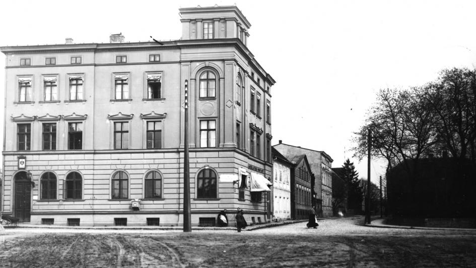 04-siedziba-przy-pulku-ulanow